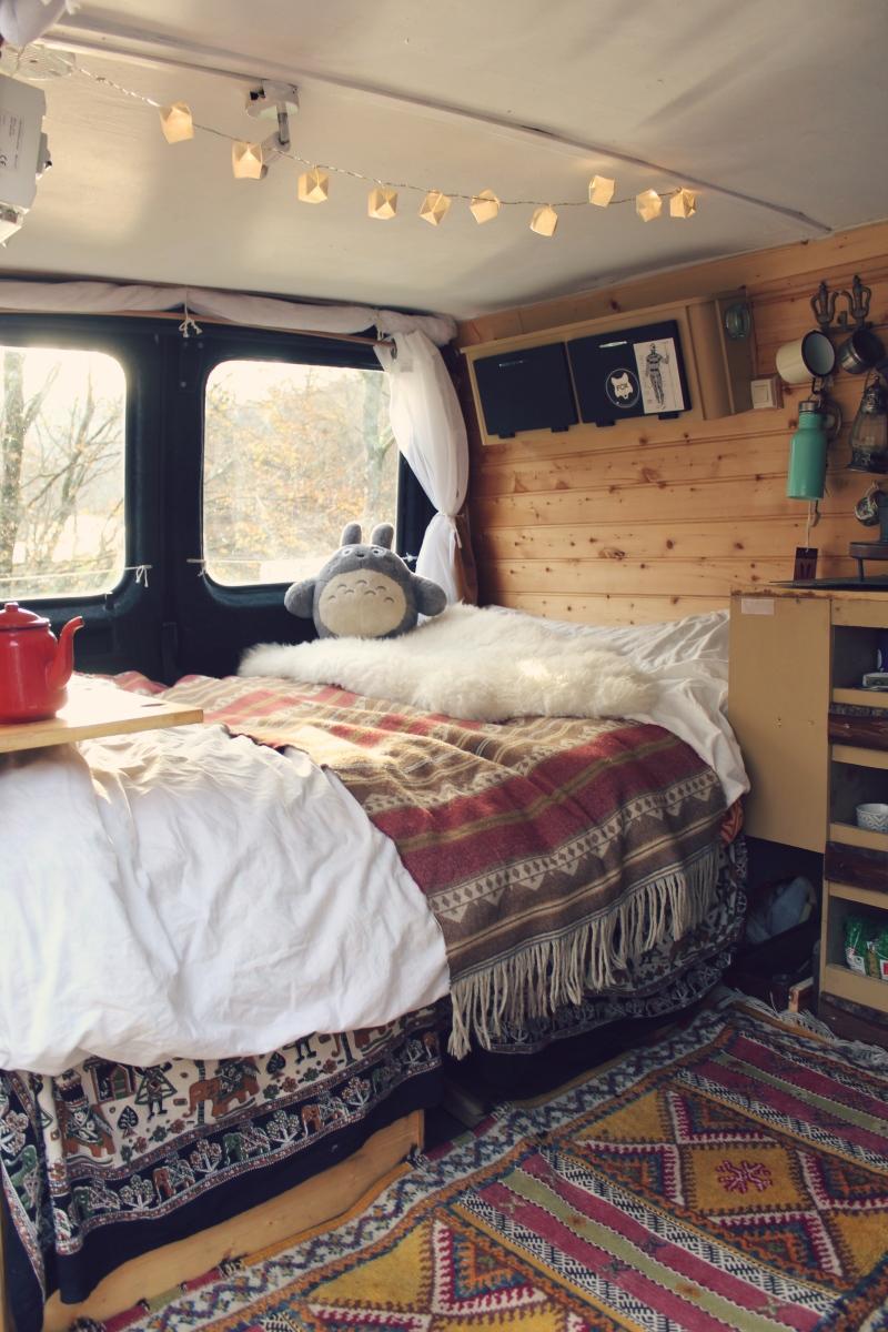 le van en hiver direction les pyr n es. Black Bedroom Furniture Sets. Home Design Ideas